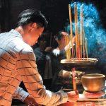 Ý Nghĩa Dâng Hương trong nhà Phật và các tôn giáo khác