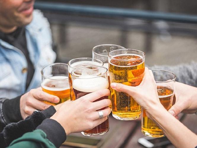 Rượu bia cũng là một mối nguy hại tiềm ẩn dẫn đến đột quỵ