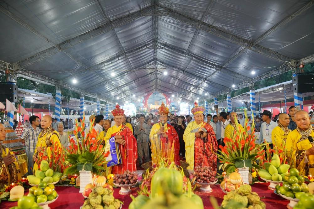 Đại lễ Cầu siêu Cầu an tiết thanh minh tại Hoa viên Nghĩa trang Bình Dương