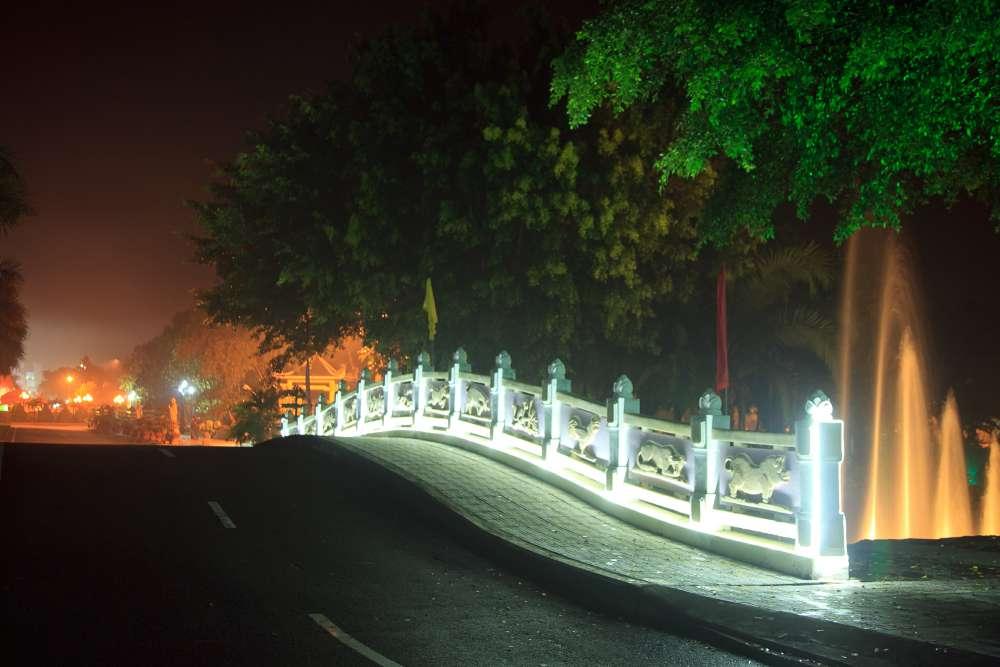 Cầu Thủy Long về đêm